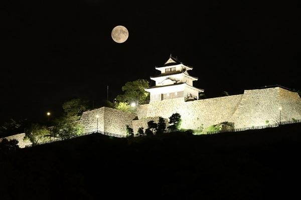 中秋の満月がお城に.jpg小.jpg