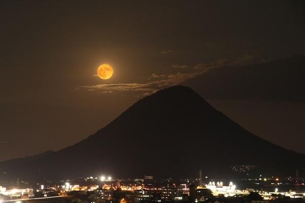 満月讃岐富士.jpg小.jpg
