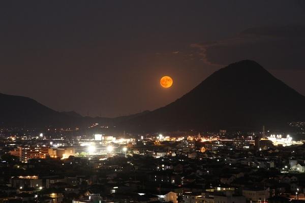 讃岐富士に満月.jpg小.jpg